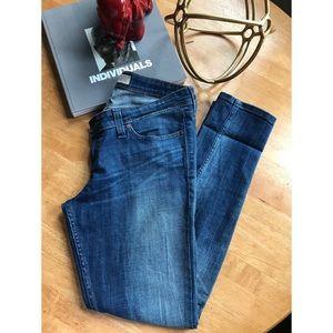 Levis | Demi Curve | Medium Wash Jeans
